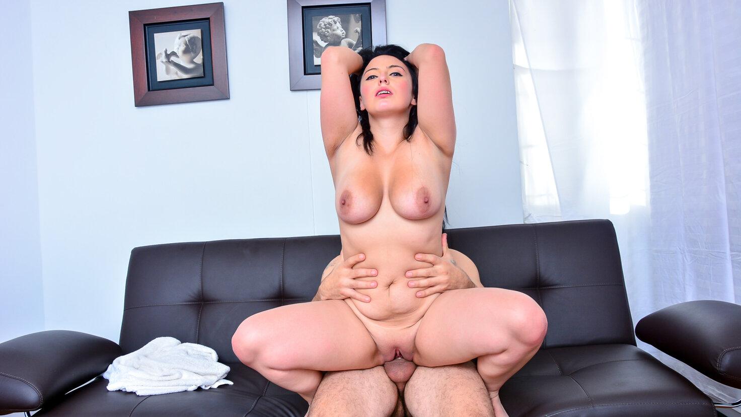Busty Latina Maria Conchita offers herself for a revenge fuck - Tu Venganza